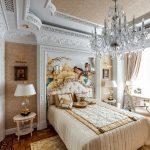 Дизайн спальни в классическом стиле в светлых тонах