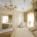 белый и золотистый цвета в спальне классического стиля