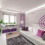 Гостиная в бело-фиолетовом цвете