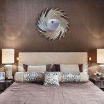 Спальня в фиолетовом и коричневом