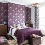 Фиолетовые стены в комнате