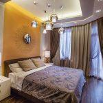 Фиолетово-желтая спальня