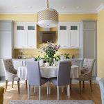 Сиренево-желтый интерьер кухни