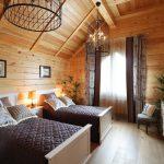 Интерьер деревянного дома в кантри