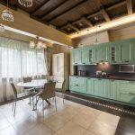 Фото кухни в деревянном доме