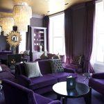 Фиолетовые пол и потолок