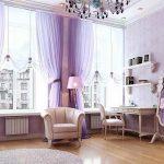 Светлая сиреневая гостиная комната