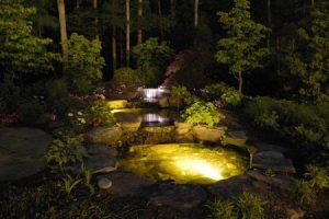 Освещение искусственного водоема на дачном участке. Декорирование светом