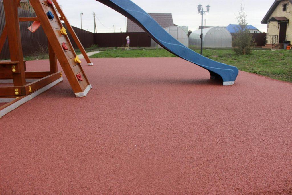 Каким должно быть покрытие для детской площадки