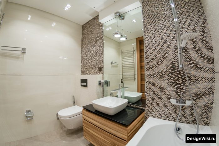 дизайн ванной комнаты с мозаикой на акцентной стене