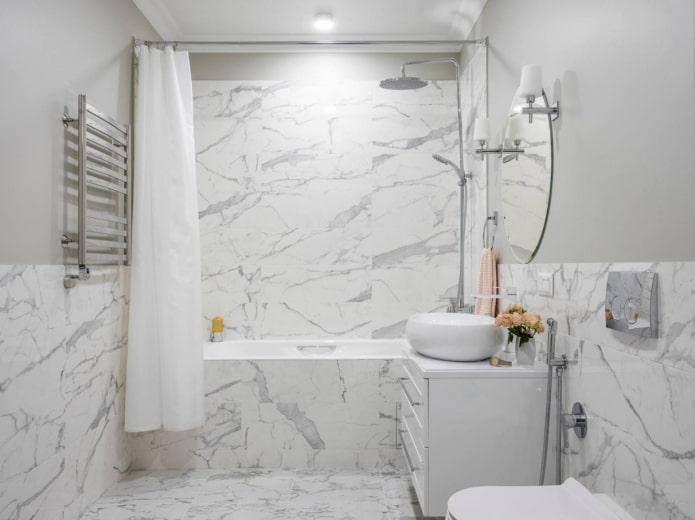 идентичные стены и напольная плитка в ванной комнате