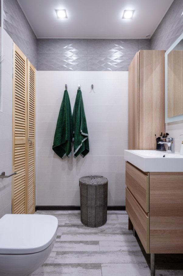 дерево в ванной комнате