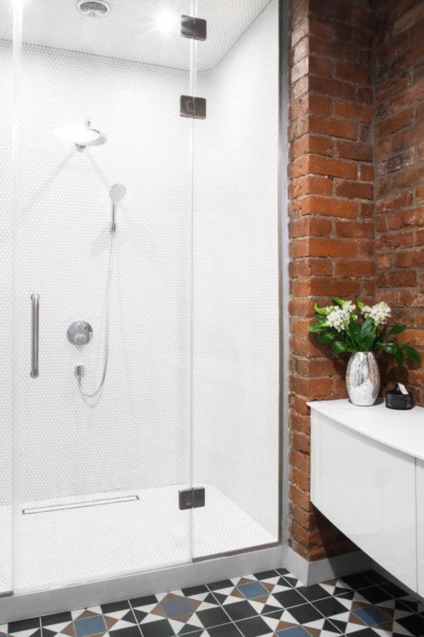 ванная комната с кирпичами