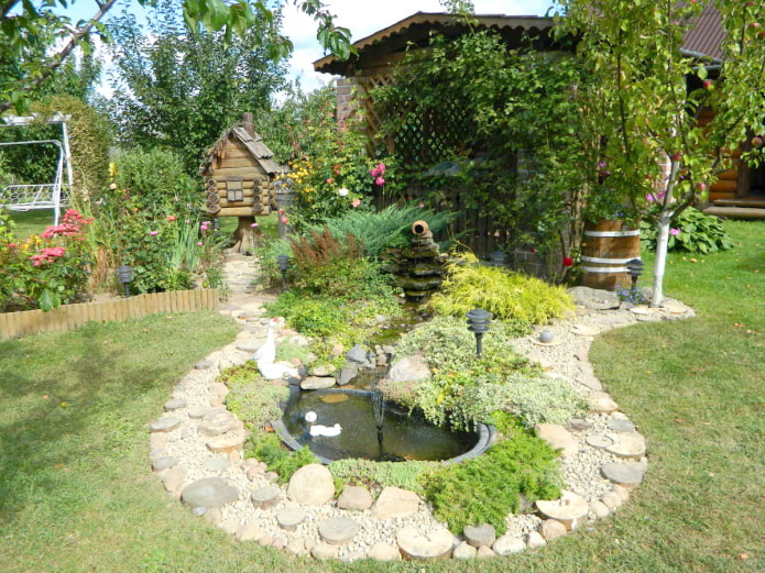 Беседка, пруд и фонтан